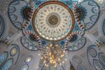 95652597-tokyo-august-31-2016-interior-of-tokyo-camii-or-tokyo-mosque-ottoman-style-mosque-and-turkish-cultur.jpg